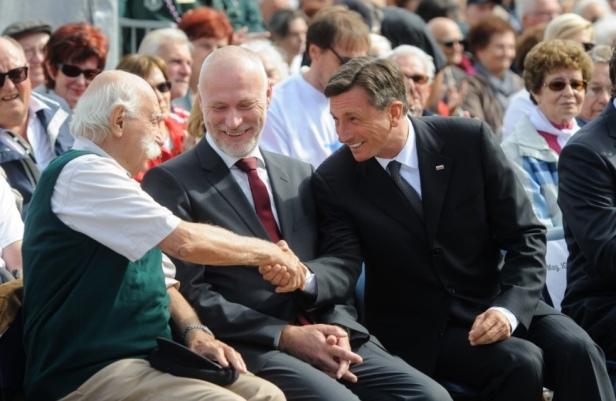 Il presidente della Repubblica Borut Pahor si congratula con Janez Stanovnik dopo il suo intervento. Isola/Izola, 13 settembre 2014