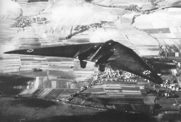 """L'Horten Ho 229, l'avvenieristica """"ala volante"""" realizzata dai nazisti nella II guerra mondiale."""