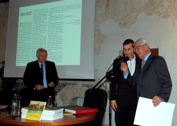 Franco Degrassi, a dx, in occasione del conferimento del premi Isola d'Istria 2014 presso la sede della CAN di Izola/Isola.