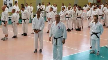 Un'istantanea dal Koshukai, durante la pratica con gli shuriken. In primo piano Alessandro Tittarelli Shihan.