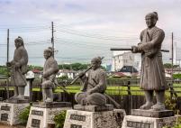 Le statue di alcuni dei 47 Ronin al tempio Oishi di Ako.