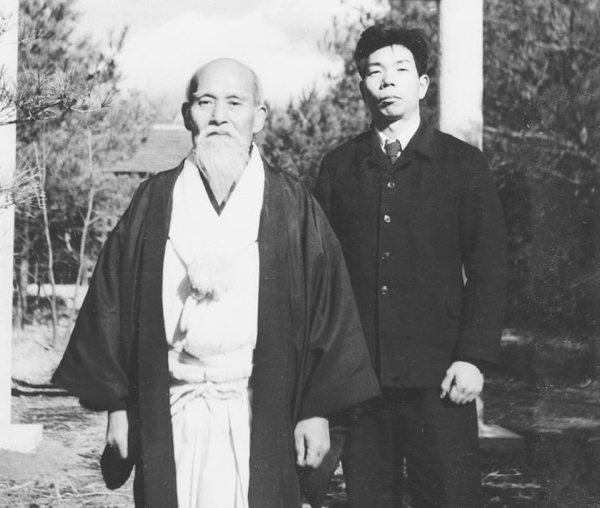 morihei-ueshiba-morihiro-saito-before-shrine