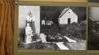 Il monumento e la sepoltura in Memoria dei Caduti di Fort Hensel nel cimitero di Uggowitz.