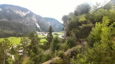 12/08/2017 - Visione della Val Fella dalla zona [PHb]. In basso il camminamento esterno, dinnanzi il bastione [Rondell].