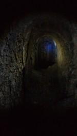 12/08/2017 - Il tunnel in direzione del Blocco B / cortile [Hof].