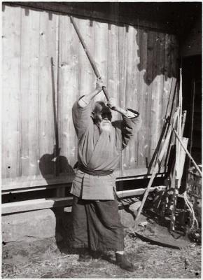 O Sensei Ueshiba Morihei: jodan no kamae.