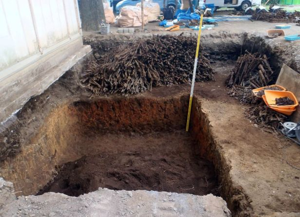 Aug.-3-2018-photo-shows-old-firearms-swords-discovered-buried-on-the-premises-of-Tanashi-Elementary-School-in-the-Tokyo-suburban-city-of-Nishitoky