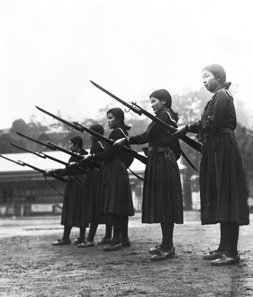 Japanese-high-school-girls-training-with-Arisaka-rifles-and-fixed-bayonets-Tokyo-Japan-2-18-37