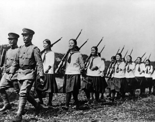 Japanese-schoolgirls-marching-in-formation-during-a-school-visit-of-the-3rd-Regiment-to-experience-the-soldiers-way-of-life-1938