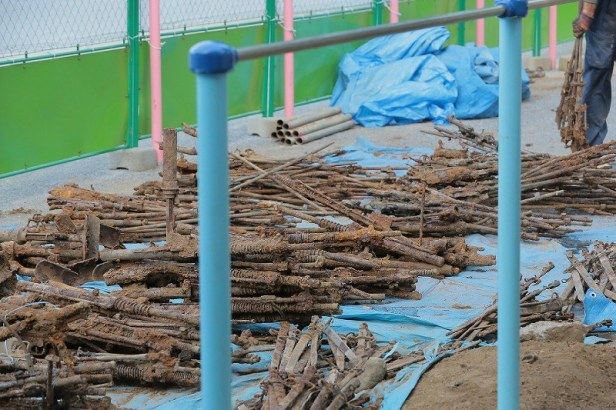 old-firearms-and-swords-discovered-buried-on-the-premises-of-Tanashi-Elementary-School-in-the-Tokyo-suburban-city-of-Nishitokyo-via-mainichi-3